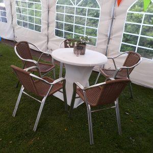 7. Tafels en stoelen